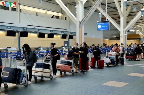 Vietnamese citizens repatriated from Canada amid COVID-19 - ảnh 1