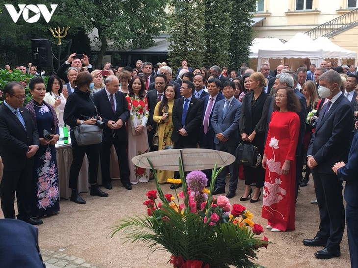 Vietnam's National Day celebrated abroad  - ảnh 1