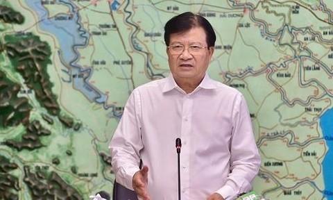 Central Vietnam battens down the hatches against storm Noul - ảnh 1
