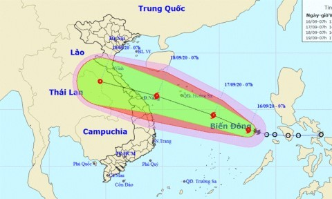 Central Vietnam battens down the hatches against storm Noul - ảnh 2
