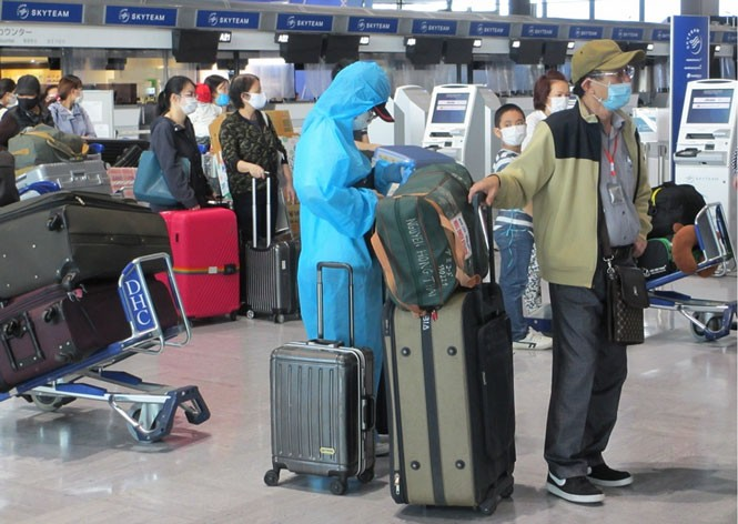 Vietnamese citizens repatriated from Japan, Macau  - ảnh 1