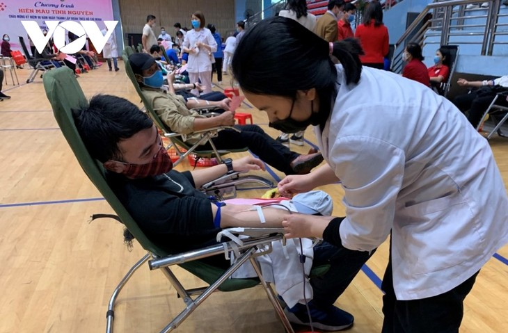 Every drop of blood to give is to save a life, says a blood donor  - ảnh 1
