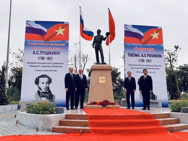 Statue of Russian poet inaugurated in Hanoi - ảnh 1