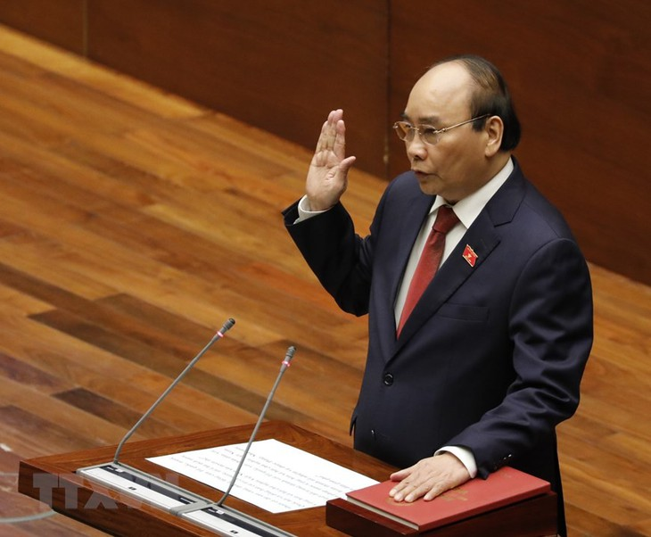 Nguyen Xuan Phuc sworn in as President of Vietnam  - ảnh 1