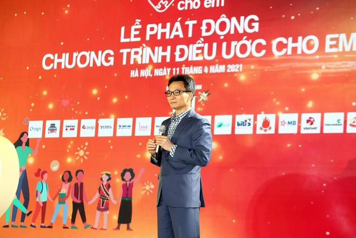 Fund-raising program launched for education of disadvantaged people  - ảnh 1