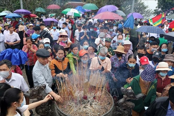 60,000 pilgrims flock to Phu Tho to pay tribute to Hung Kings at weekend  - ảnh 1