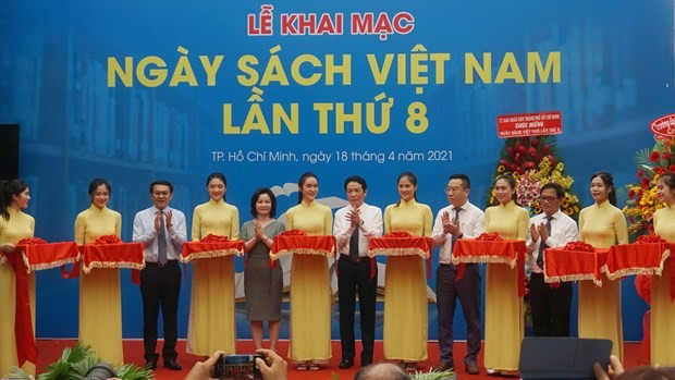 Vietnam Book Day 2021 promotes reading culture  - ảnh 1