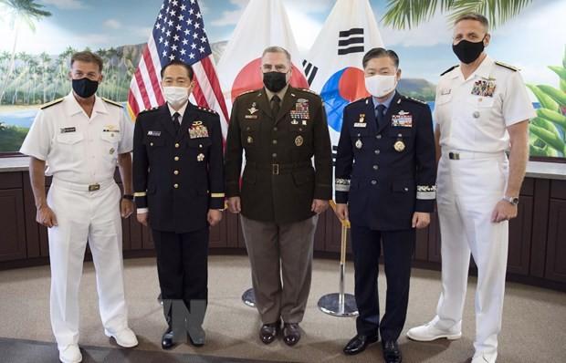 US, South Korea, Japan pledge to strengthen military cooperation - ảnh 1