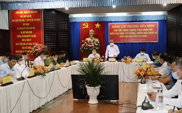 Deputy PM inspects COVID-19 prevention in Tay Ninh's border area - ảnh 1