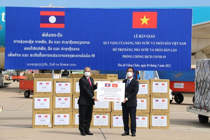 Laos, Vietnam join hands to defeat pandemic, stabilize people's lives - ảnh 1
