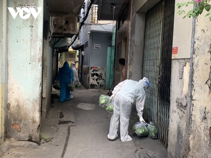 HCM City pilots home quarantine for asymptomatic COVID cases - ảnh 1