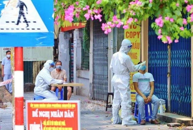 COVID-19: Vietnam's total caseload passes 100,000 mark, people in HCM City must stay home at night   - ảnh 1
