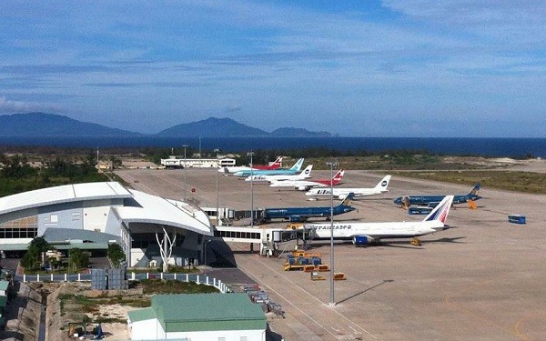 Cam Ranh Airport welcomes first international flight during pandemic - ảnh 1