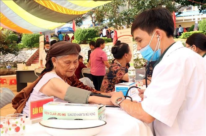 How are Vietnamese senior citizens taken care of during pandemic? - ảnh 1