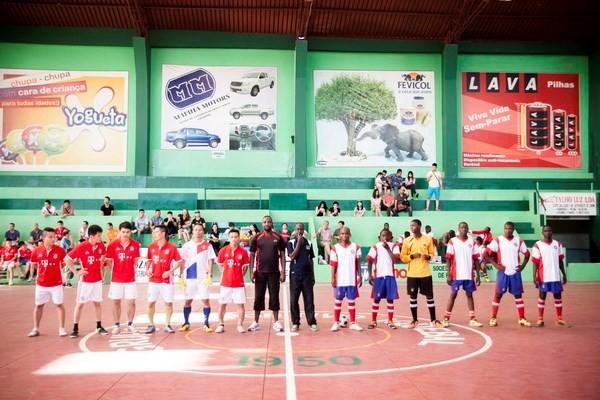 越南-莫桑比克举行体育交流活动  庆祝越南八月革命和9.2国庆71周年 - ảnh 1