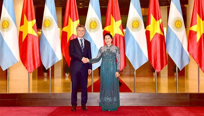 越南国会主席阮氏金银会见阿根廷总统马克里 - ảnh 1