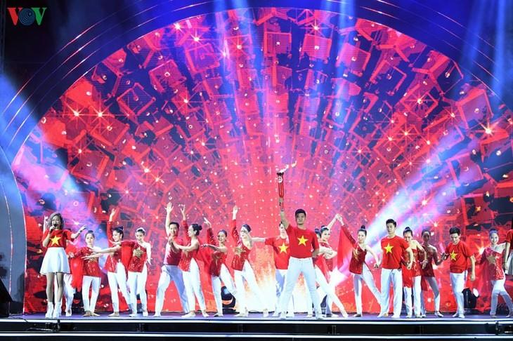 越南全国各地纷纷举行喜迎新年活动 - ảnh 1