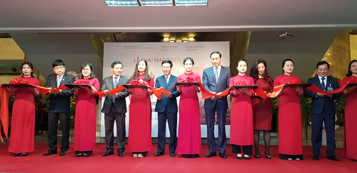 越南共产党九十周年辉煌征程展在河内举行 - ảnh 1