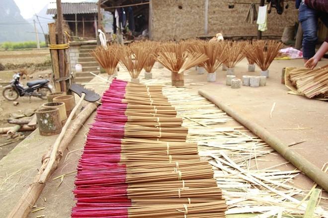 越南高平省侬安同胞的传统行业——制香业 - ảnh 1
