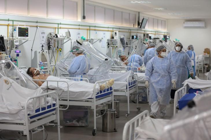 新冠肺炎疫情:美国死亡病例升至七百多万例 - ảnh 1