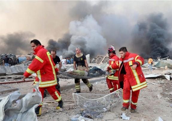 黎巴嫩爆炸:黎巴嫩总统呼吁国际社会提供援助 - ảnh 1