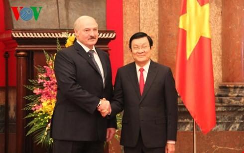 ประธานาธิบดีสาธารณรัฐเบลารุสเริ่มการเยือนเวียดนามอย่างเป็นทางการ - ảnh 1