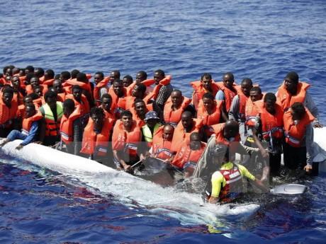 อิตาลีแสดงความวิตกกังวลต่อจำนวนผู้อพยพที่เพิ่มมากขึ้นอย่างต่อเนื่อง  - ảnh 1