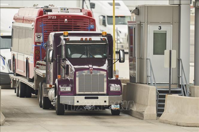 Премьер-министр Канады обязался принять более жесткие меры на границе с США  - ảnh 1