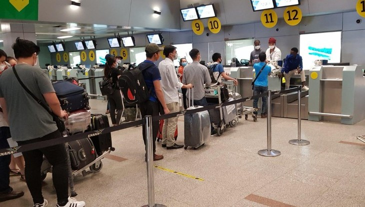 Возвращение 309 вьетнамских граждан из Анголы на Родину - ảnh 1