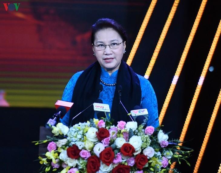 Председатель Национального собрания Вьетнама приняла участие в программе «Слава бойцам на передовой» - ảnh 1