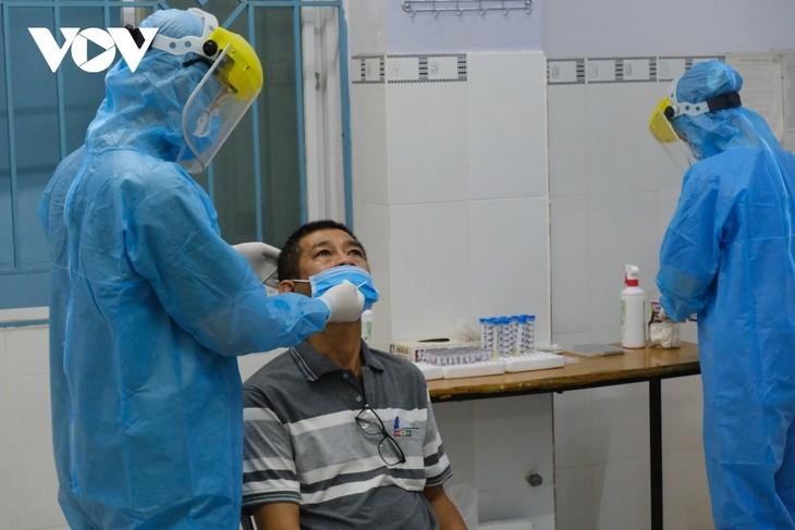 Вьетнамские врачи и медсестры читают рэп «Тусовщик Covid» для пропаганды борьбы с коронавирусом - ảnh 2