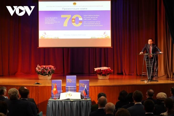 В Москве прошла презентация книги «70 лет славному пути отношений между Вьетнамом и РФ»  - ảnh 1