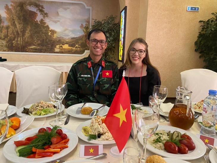 За кулисами АрМИ 2021: Российские переводчицы укрепляют вьетнамско-российскую дружбу - ảnh 2