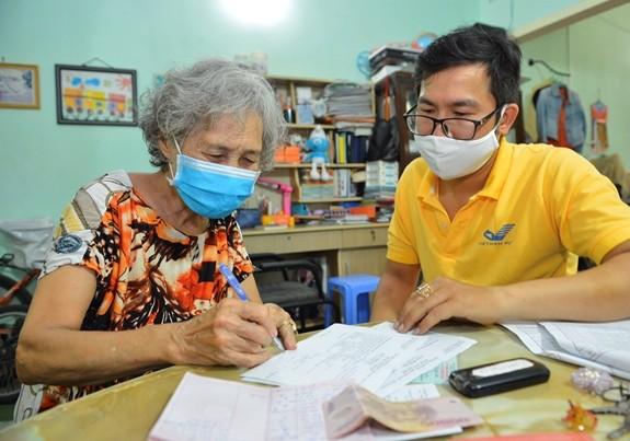 Вьетнам уделяет внимание заботе о пожилых людях во время пандемии COVID-19  - ảnh 1