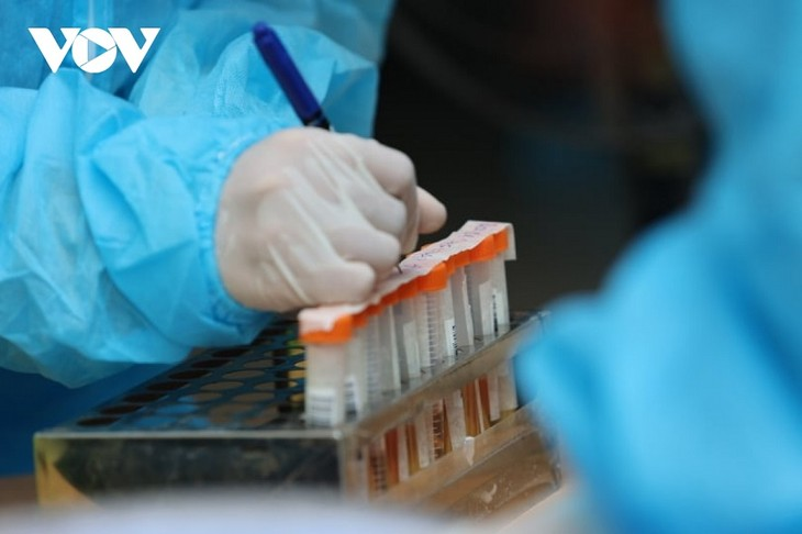 По состоянию на 12 октября во Вьетнаме зарегистрировано наименьшее количество случаев заражения COVID-19 за последние два месяца  - ảnh 1