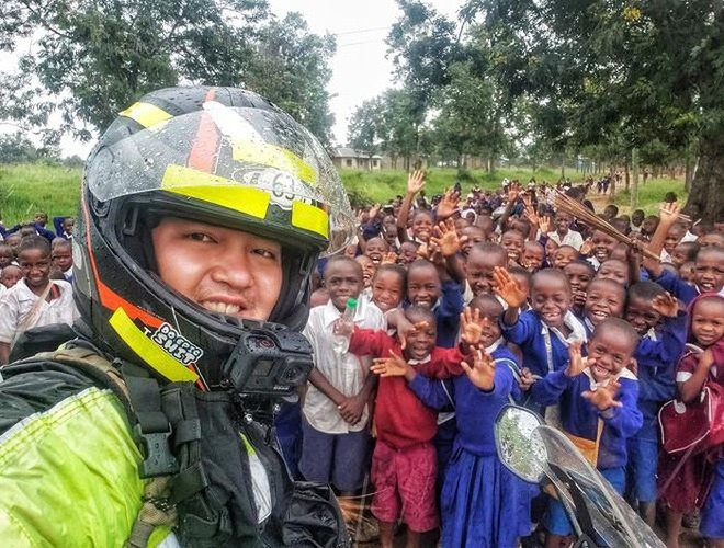 Vietnamese rides motorbike around the world in 1111 days - ảnh 1