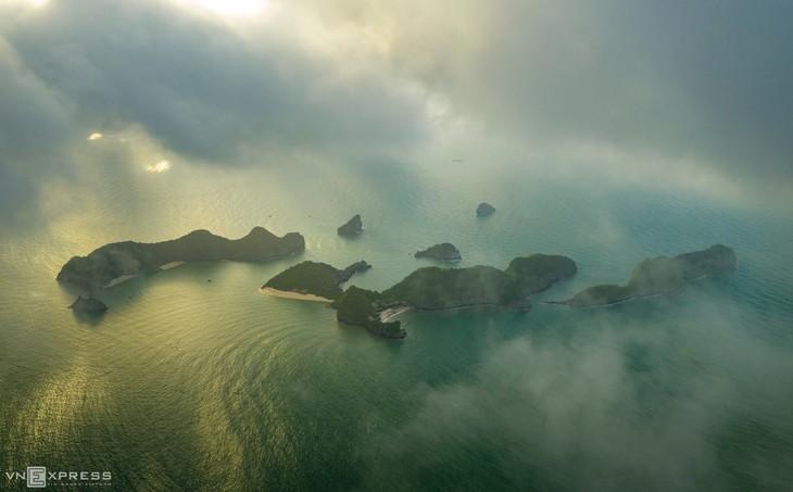 Bird-eye views accentuate paradisiacal beauty of Lan Ha Bay - ảnh 2