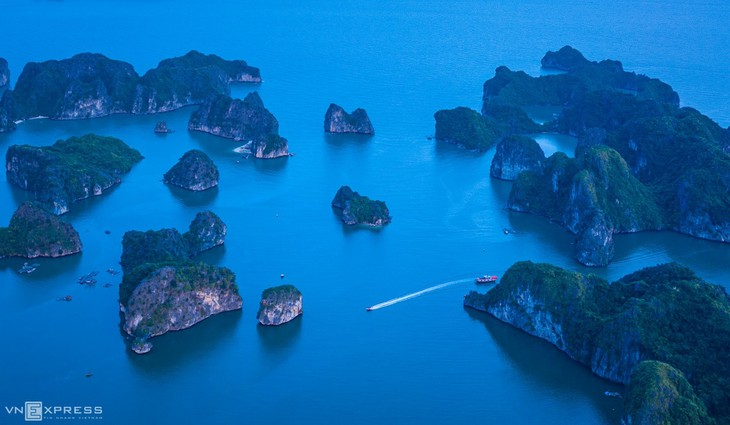 Bird-eye views accentuate paradisiacal beauty of Lan Ha Bay - ảnh 8