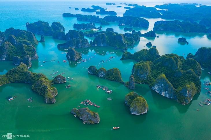 Bird-eye views accentuate paradisiacal beauty of Lan Ha Bay - ảnh 9