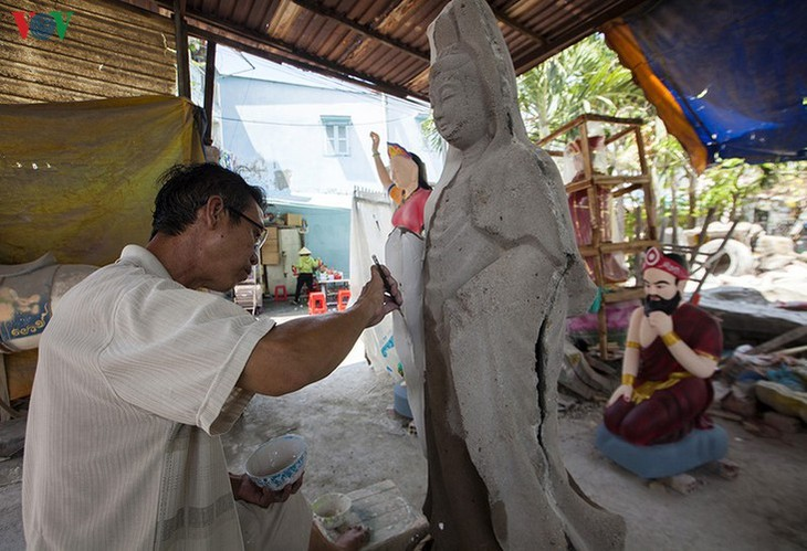 Century-old craft village specialises in Buddha statues in HCM City - ảnh 10