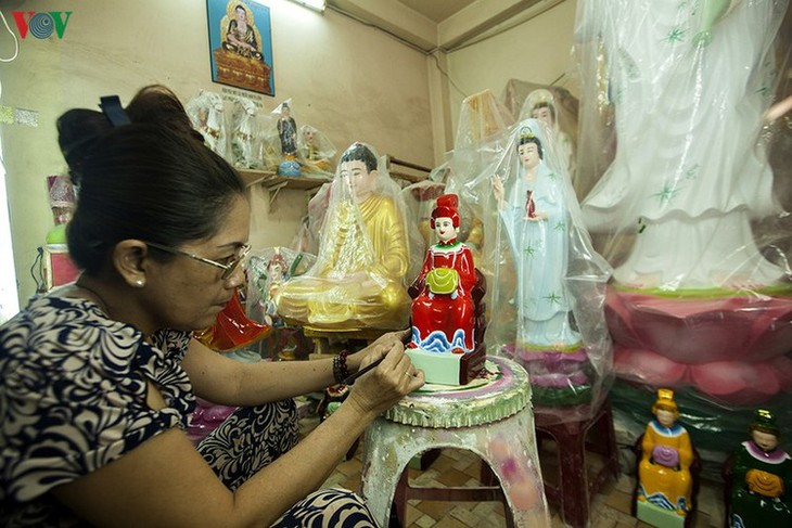 Century-old craft village specialises in Buddha statues in HCM City - ảnh 12