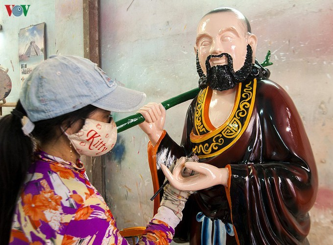 Century-old craft village specialises in Buddha statues in HCM City - ảnh 13