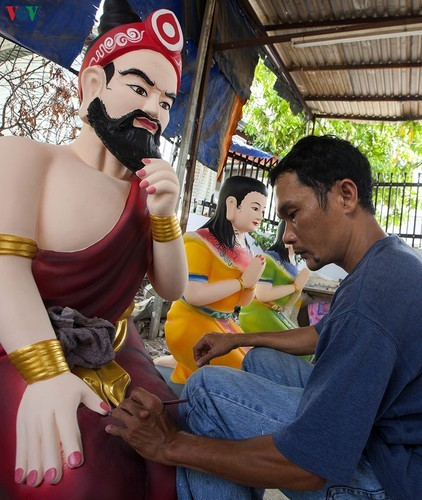Century-old craft village specialises in Buddha statues in HCM City - ảnh 14