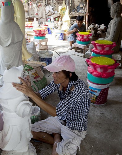 Century-old craft village specialises in Buddha statues in HCM City - ảnh 5