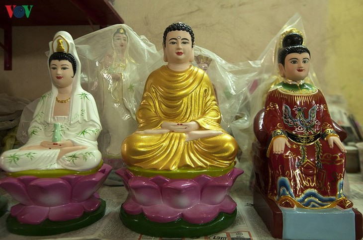 Century-old craft village specialises in Buddha statues in HCM City - ảnh 6