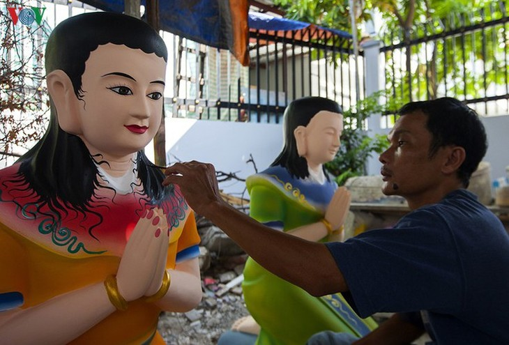 Century-old craft village specialises in Buddha statues in HCM City - ảnh 7