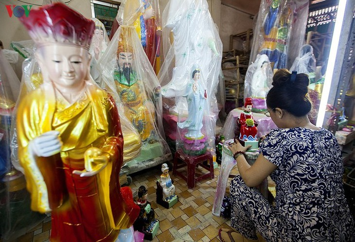 Century-old craft village specialises in Buddha statues in HCM City - ảnh 9