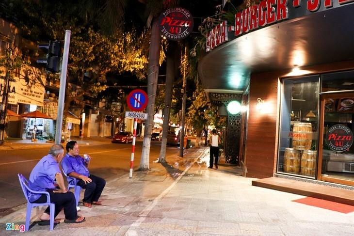 Da Nang falls quiet on first night of latest social distancing order - ảnh 11