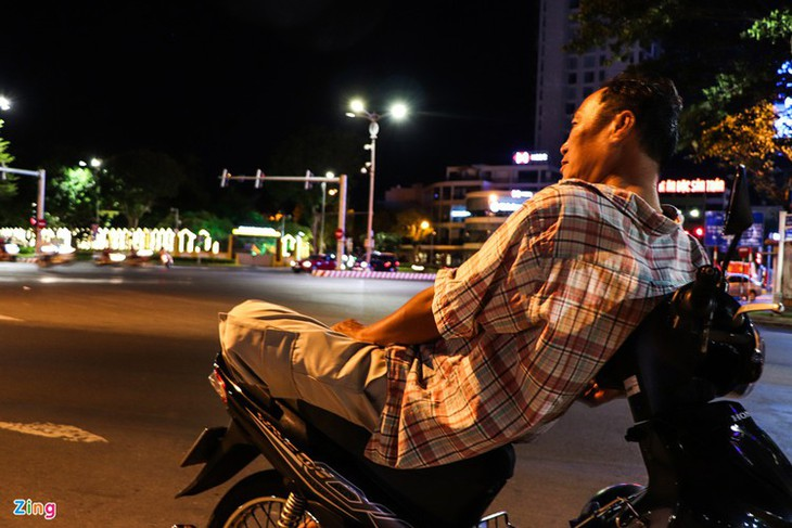Da Nang falls quiet on first night of latest social distancing order - ảnh 12