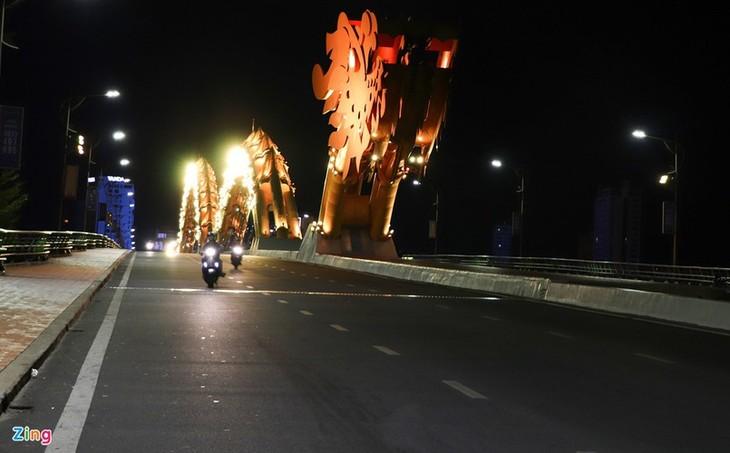 Da Nang falls quiet on first night of latest social distancing order - ảnh 1